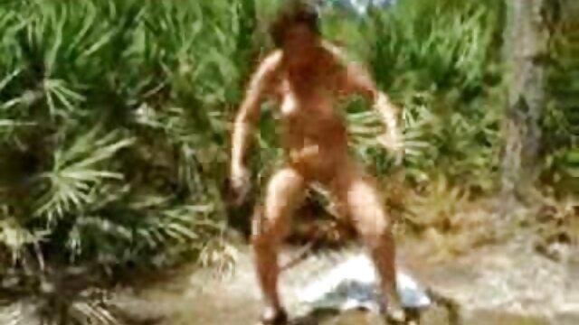 XXX nessuna registrazione  Una giovane ragazza impara i trucchi di un mostro duro video di massaggi hot e profondo :)