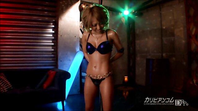 XXX nessuna registrazione  Giovane porno star succhiare il cazzo di video gratis porno massaggi un gentiluomo e felice di bere da esso per favore.