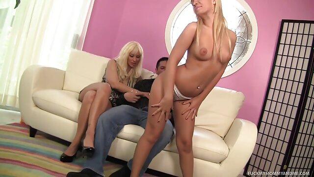 XXX nessuna registrazione  L'affascinante bionda porno massaggi gratis insegna il maturo per gestire cazzi.