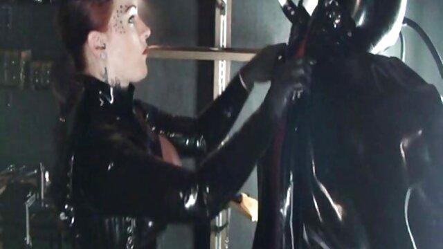 XXX nessuna registrazione  Sexy bionda matura in calze pronte ad avere un orgasmo tra le braccia di filmati massaggi erotici una persona