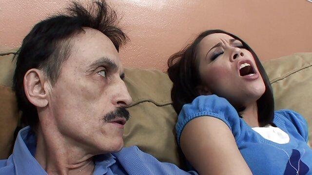 XXX nessuna registrazione  Una bella ragazza urla così youtube massaggi porno tanto dalla penetrazione del pene a una figa ben curata.