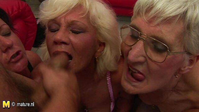 XXX nessuna registrazione  Bruna matura figa sarà scopata dopo la penetrazione delle dita. film porno massaggi erotici