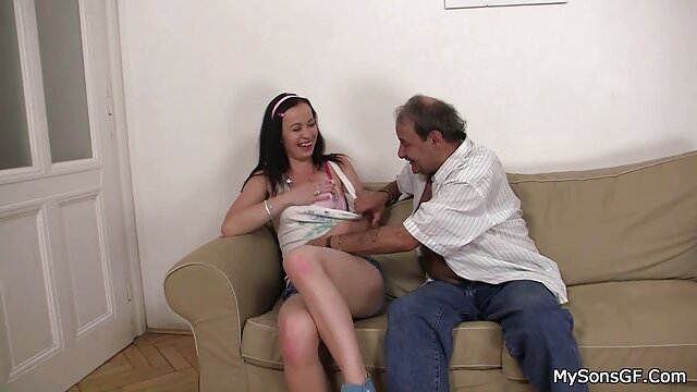 XXX nessuna registrazione  Voi ragazzi insistete sul sesso anale con una video porno massaggio erotico persona.