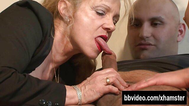 XXX nessuna registrazione  Una massaggi italiani porno donna francese matura arriva all'uomo in modo depravato.