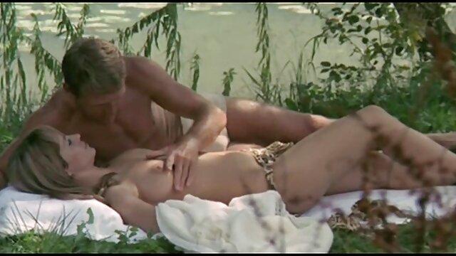 XXX nessuna registrazione  Una ragazza per un L. e massaggi erotici in video culo a strappare da un negro