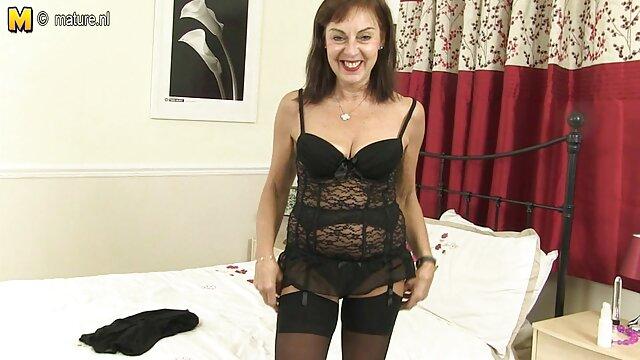 XXX nessuna registrazione  Sexy collant fetish babe utilizza video massaggi erotici un strapon a scopare