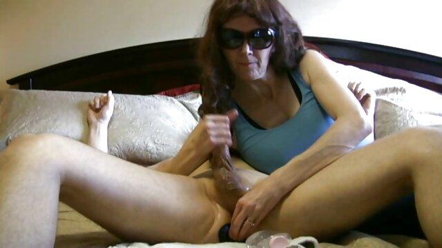 XXX nessuna registrazione  Una giovane cagna è un cazzo nel massaggi porno erotici suo culo stretto e lo ama