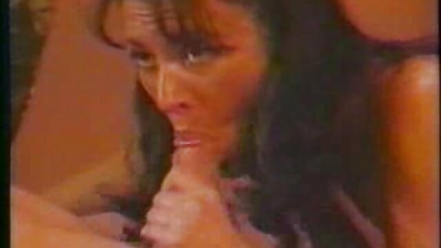 XXX nessuna registrazione  La cornea giovane Latina tira sul vestito rosso e la video porno gratis massaggi sorella di un ragazzo.