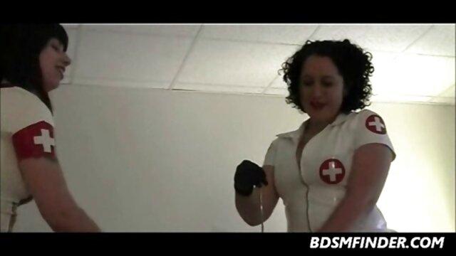 XXX nessuna registrazione  Due uomini bianchi riempiono i buchi di una video massaggi erotici italiani donna nera matura con un grosso cazzo.