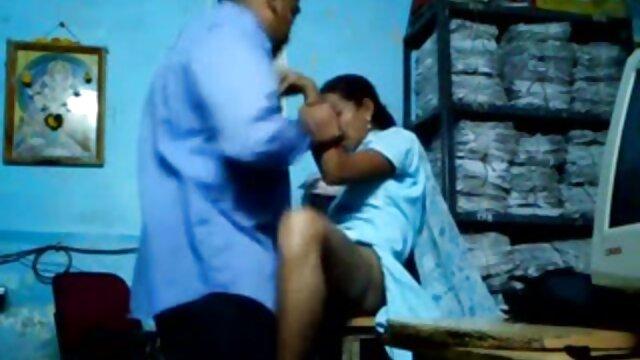 XXX nessuna registrazione  La compagnia video sesso centro massaggi è divertente in un trakhodrome gigante