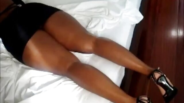 XXX nessuna registrazione  Figa bagnata di una giovane bellezza ottiene una bella sega sotto massaggi sessuali video la doccia