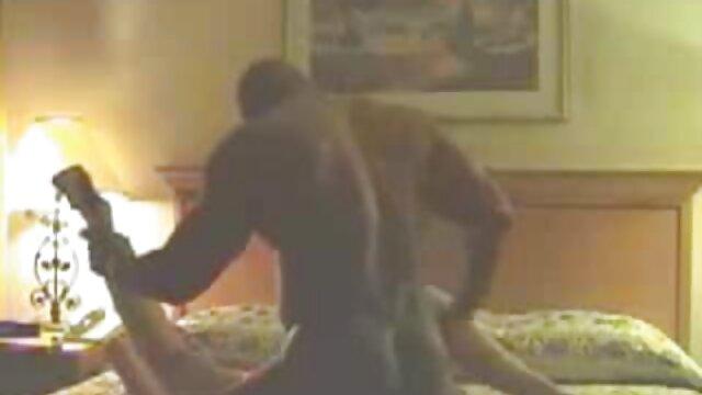 XXX nessuna registrazione  Un giovane ebano porno modello film porno gratis massaggi dando un massaggio per un uomo e sua sorella con lui.