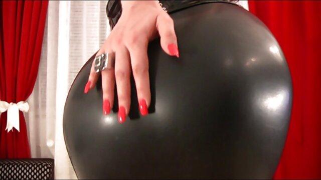 XXX nessuna registrazione  Due ragazze suzione nero cazzo massaggi hard film a selvaggio musica