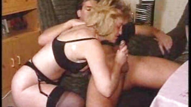 XXX nessuna registrazione  Compilation musicale di sperma selvaggio che gocciola in faccia al cane, massaggi sessuali video il giovane depravato