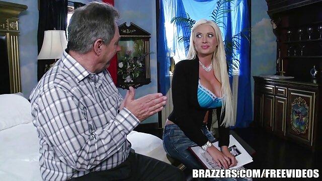 XXX nessuna registrazione  La ragazza adolescente le dà video porno massaggi gratis un culo vergine stretto per avere un orgasmo anale con il suo fidanzato.