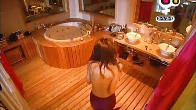 XXX nessuna registrazione  Una donna nera matura che offre feste lesbiche in una posa video massaggi sensuali 69 alla sua amica.