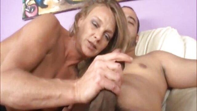 XXX nessuna registrazione  La caccia al cazzo dell'uomo termina con una violenta scopata con lui in un posto video sexy massaggio strano.