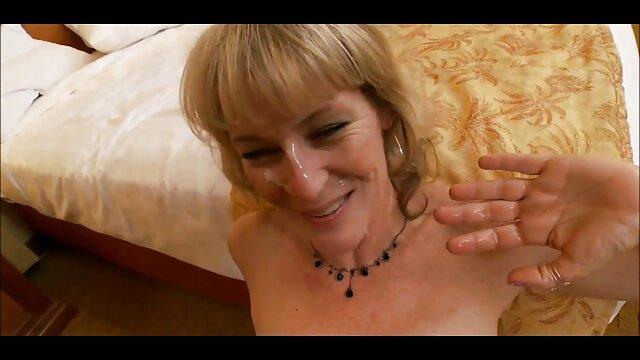 XXX nessuna registrazione  Il ragazzo ha fatto un pompino da una giovane troia con occhiali massaggi sexy video e sperma.