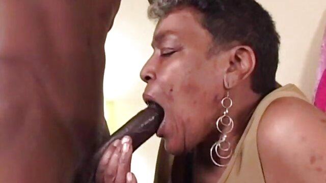 XXX nessuna registrazione  Masturbazione di massaggi porno gratis una ragazza sesso con capezzoli in piedi e una figa bagnata