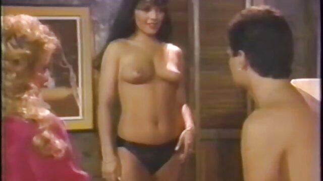 XXX nessuna registrazione  Il ragazzo ha filmati di massaggi erotici bianco e nero.