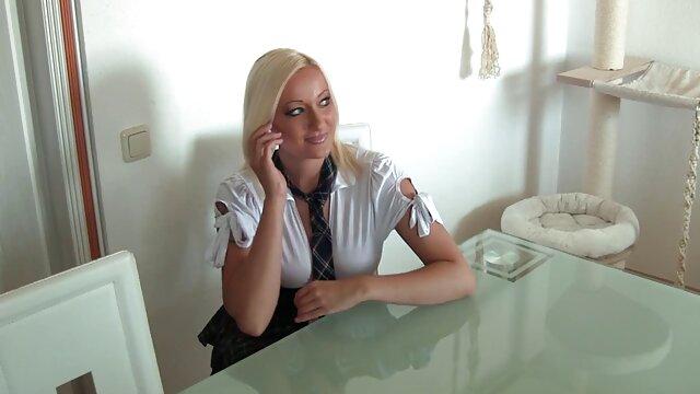 XXX nessuna registrazione  Una ragazza calma giù per favore un porno agente in porno massaggi sensuali lesbica sesso