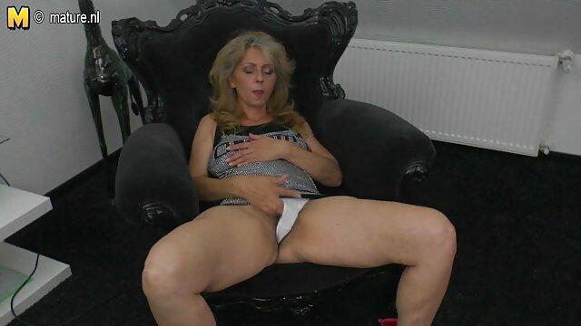 XXX nessuna registrazione  La ragazza scopa video gratis massaggi erotici con le cuffie sulla testa