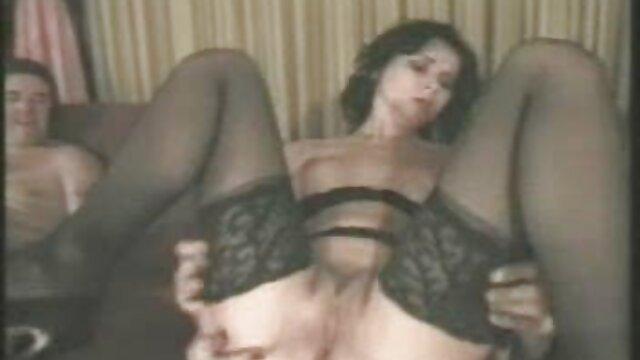 XXX nessuna registrazione  Due troie mature organizzano una bella gangbang con un gentiluomo. video porno massaggi orientali