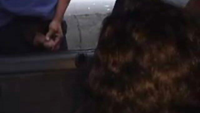 Adulto nessuna registrazione  Un pompino veloce con le palle leccate e una linea in video di massaggi hot faccia a una ragazza esperta.