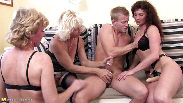 Adulto nessuna registrazione  Una giovane ragazza ha portato un gentiluomo eccitazione video sexy massaggio nella stanza e scopa