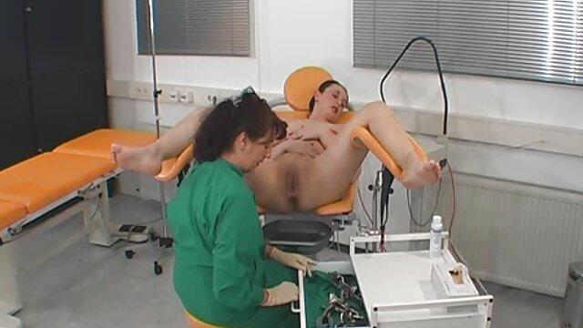 XXX nessuna registrazione  Attrice porno Asiatica scopata in video massaggi eccitanti una stanza vicino alla piscina.