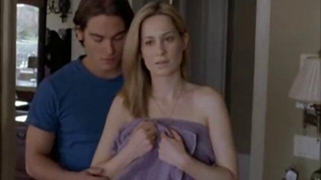 XXX nessuna registrazione  La giovane moglie si vendicò di suo marito facendo scherzi con gli altri di massaggi sesso gratis fronte a lui.