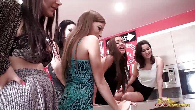 XXX nessuna registrazione  Giovane ebano thief forced a lesbica sesso video di massaggi sexy con casalinga