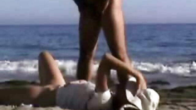 XXX nessuna registrazione  Due grandi lesbiche con video gratis porno massaggi delizioso latte si masturba su un materasso gonfiabile.