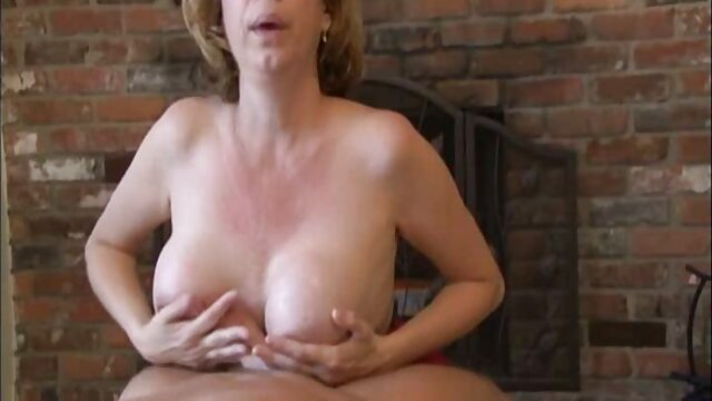 XXX nessuna registrazione  Brutale sesso massaggi italiani hard anale con retto prolasso