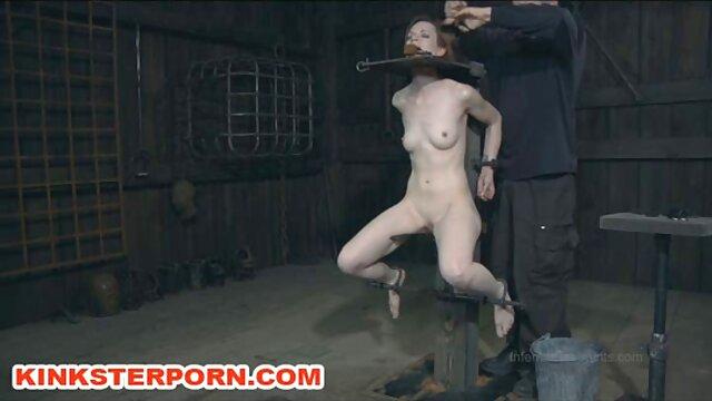 XXX nessuna registrazione  Dick Rider emette sperma da un abile Masturbazione con la mano di maturo video sexy massaggio porno modello.