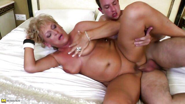 XXX nessuna registrazione  Una ragazza sdraiata sul video massaggi italiani porno suo stomaco e ha chiesto il cazzo del suo partner nel culo.
