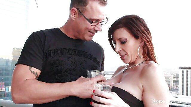 XXX nessuna registrazione  I suoi capelli massaggi porno gratis castani sono perfetti per un Casanova moderno.