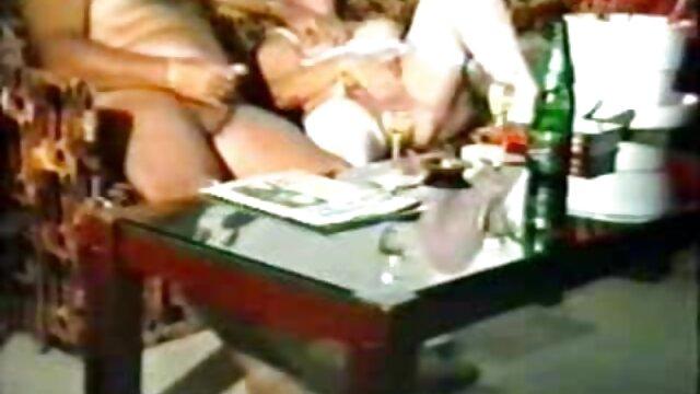 XXX nessuna registrazione  Il modello porno sa come giocare bene con massaggi orientali xxx lei.