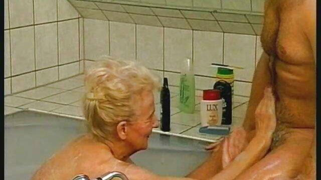 XXX nessuna registrazione  Una calda pornostar frustata senza massaggi erotici hard far cadere la sigaretta.