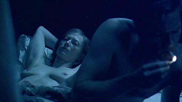XXX nessuna registrazione  Il film porno italiani massaggi ragazzo ha finito per maturarla con lo sperma nella sua figa e guardarla fluire come
