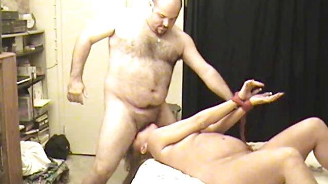 XXX nessuna registrazione  Una giovane modella porno video massaggio sessuale si diverte con un cinese e fa sesso caldo con lui.