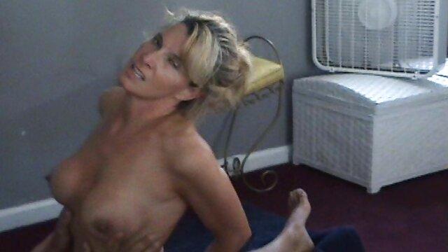 XXX nessuna registrazione  Il grande irritato durante prendere il sole e iniziare il sesso su una chaise longue porno massaggi sensuali