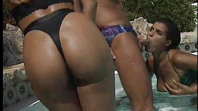 XXX nessuna registrazione  Una folla di donne mature durante il lancio film massaggi porno era impegnata nel sesso con l'istruttore