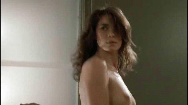 XXX nessuna registrazione  La Lesbica Bionda Succhia e lecca appassionatamente massaggi erotici hard in posizione 69.