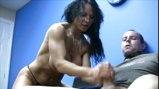 XXX nessuna registrazione  Bella latina con grandi tette mostra il suo L. bikini sulla massaggi hot gratis macchina fotografica.