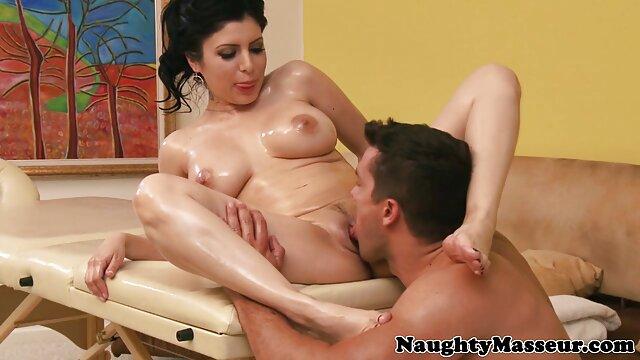 XXX nessuna registrazione  Ragazza Giapponese in calze ottiene suscitato video porno italiani massaggi stimolando lei con un falso.