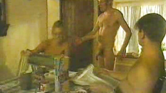 XXX nessuna registrazione  Un giovane modello pornografico, non ha potuto resistere a un attraente allenatore massaggi sex gratis e sorella di yoga.