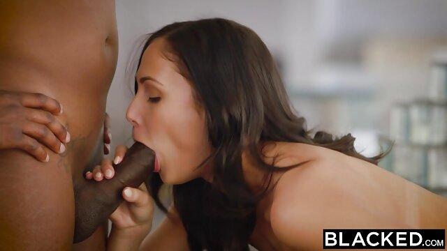 XXX nessuna registrazione  Pornostar italiana Maria Bellucci in massaggi particolari porno due uomini
