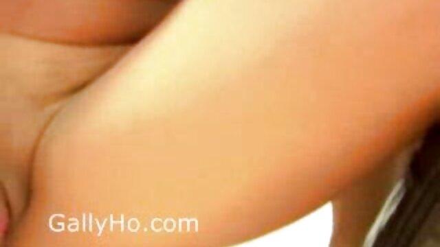 XXX nessuna registrazione  La video porno gratis di massaggi giovane bionda arrapata ama un agente erotico.