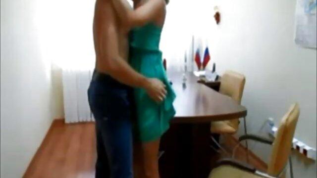 XXX nessuna registrazione  Giovane bionda con xxx massaggi porno grandi tette seduce un fidanzato a pompa